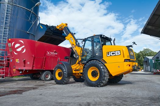 TM420 telescopic wheel loader